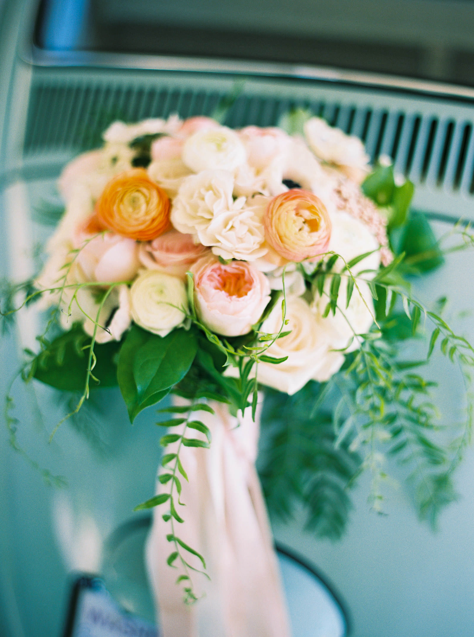 Blush and coral bridal bouquet at Kelley Farms     Seattle Wedding Photographer Anna Peters