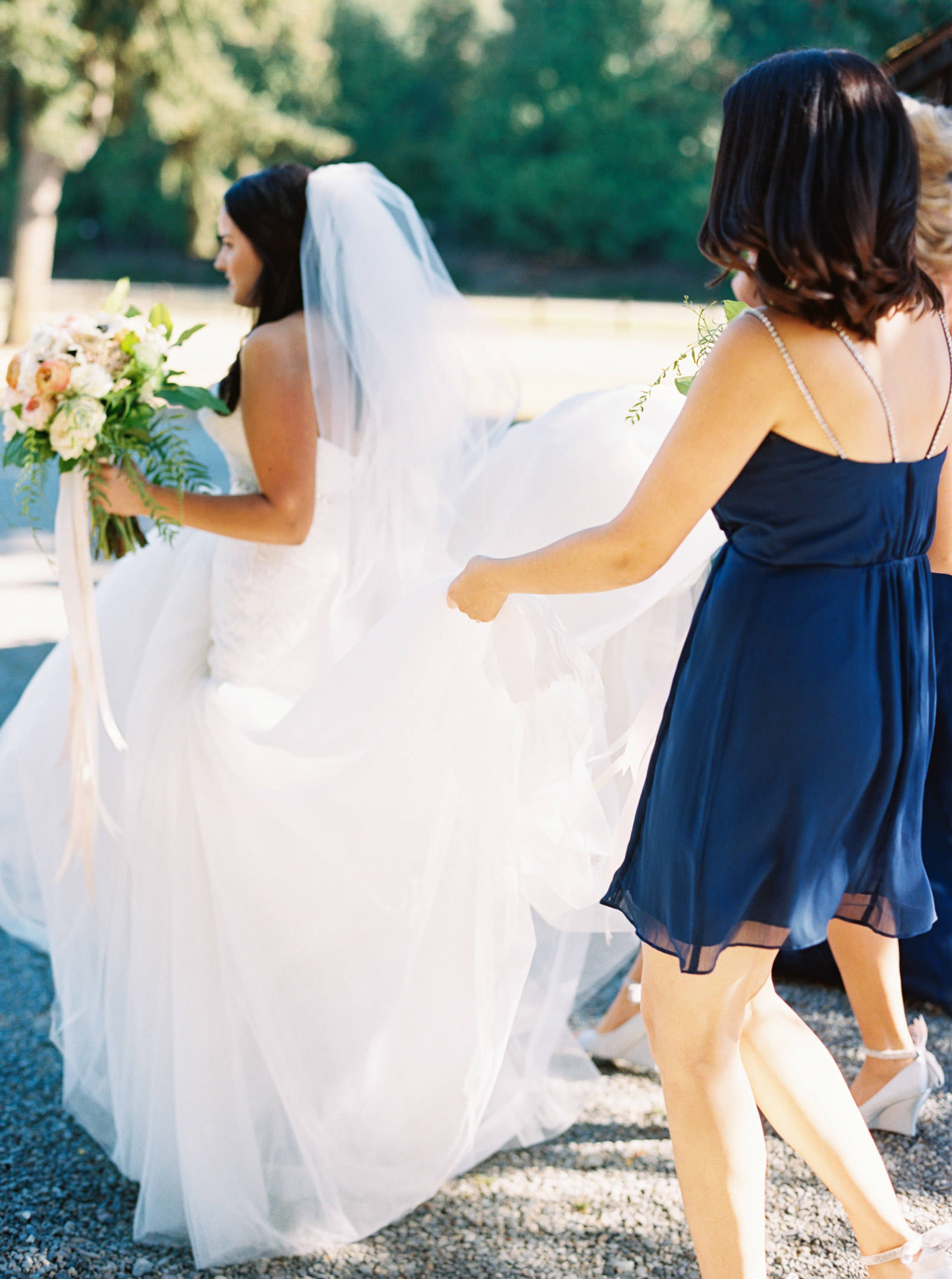 Bridesmaids in Navy at Kelley Farms   Seattle Wedding Photographer Anna Peters