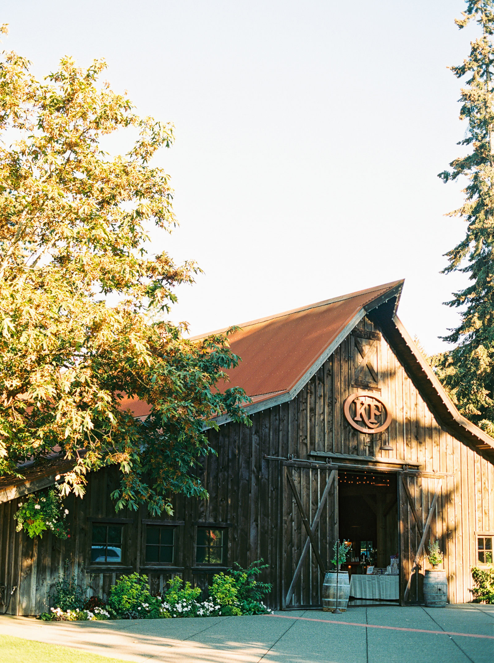 The Barn at Kelley Farms   Seattle Wedding Photographer Anna Peters