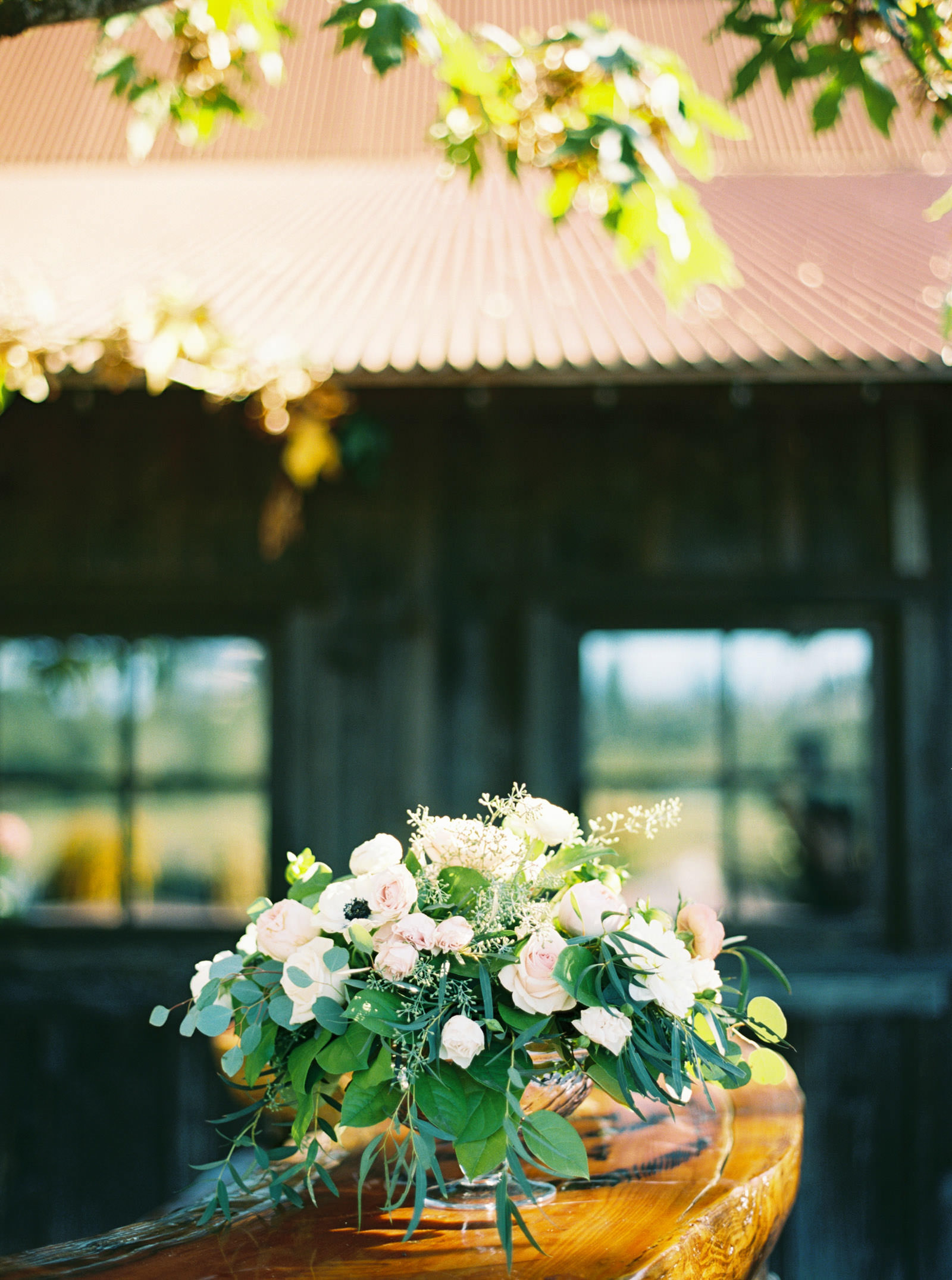Blush floral centerpiece at Kelley Farms Wedding   Seattle Wedding Photographer Anna Peters
