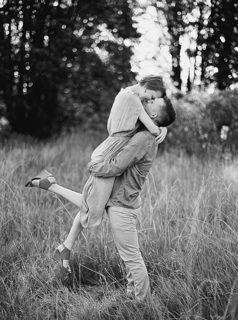 Discovery Park Engagement Session Ideas romantic Kiss by Seattle Wedding Photographer Anna Peters