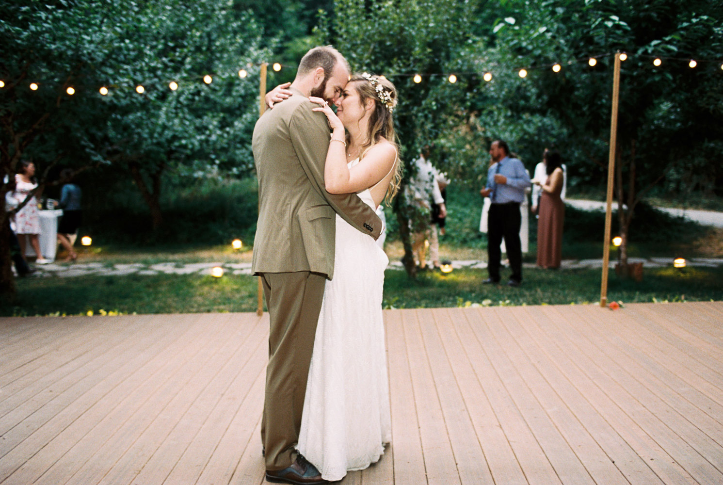First Dance at Wellspring Spa Wedding at Mt Rainier captured by Anna Peters Seattle Wedding Photographer