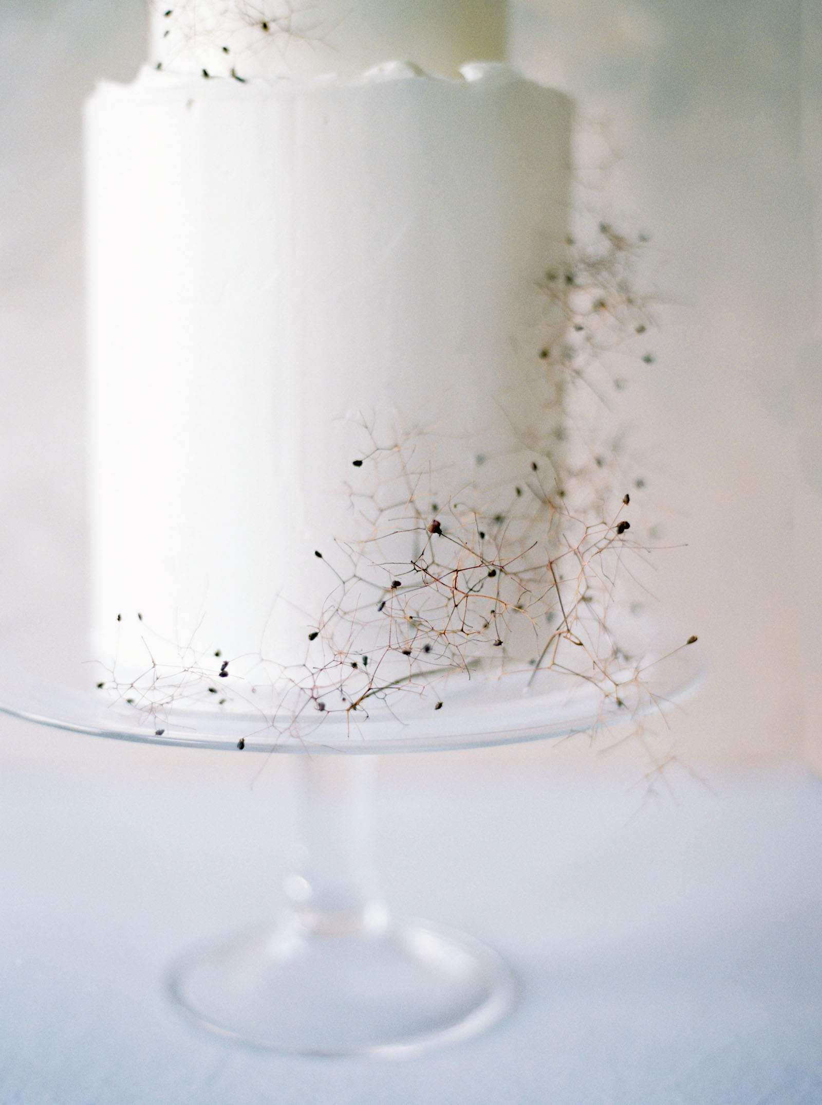 Minimalist white wedding cake captured by Seattle Wedding Photographer Anna Peters