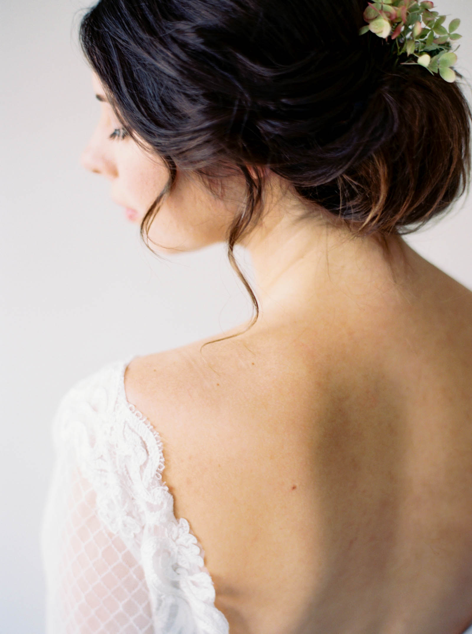 Modern romantic bridal style in Seattle by Fine Art Film photographer Anna Peters