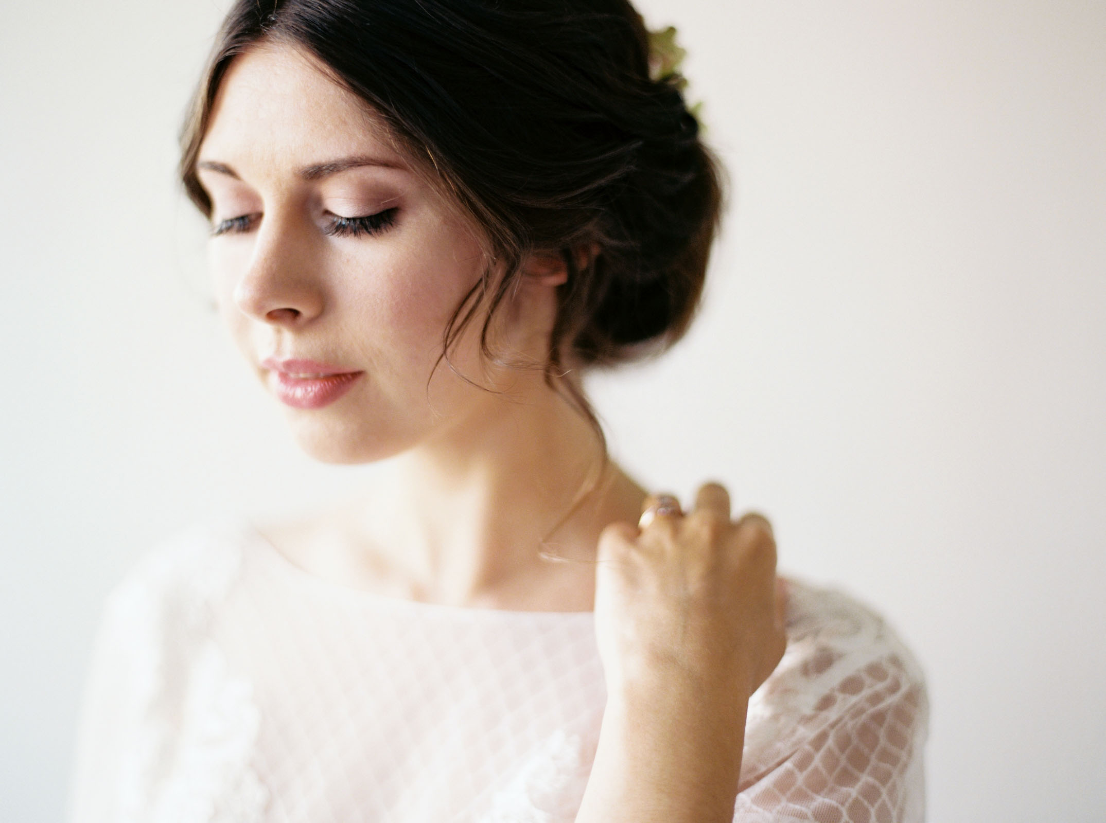 Modern, romantic bridal style captured by Seattle Wedding Photographer Anna Peters